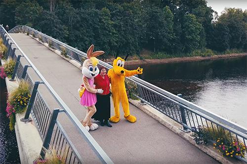 Pluto un Lola satiekās Ogrē